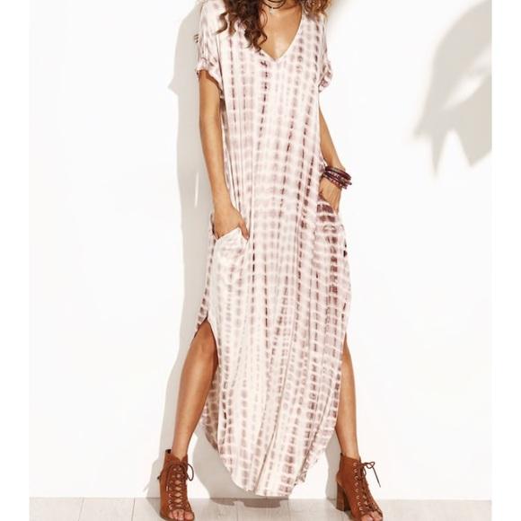 3d2f9982a2 Dresses   Skirts - Maxi dress with giraffe print. Size Small.